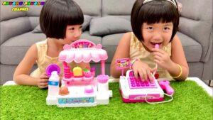 quầy bán kem và máy tính tiền siêu thị của 2 chị em Phương Phương